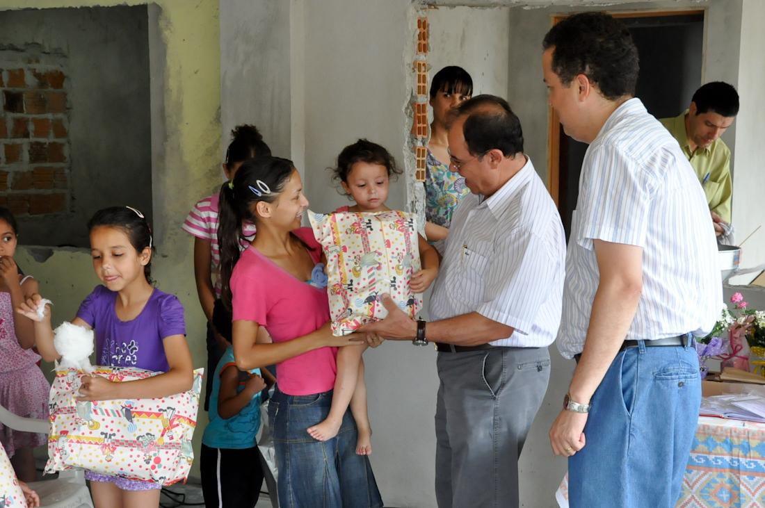 Bom Samaritano distribui brinquedos em comunidades carentes no Natal