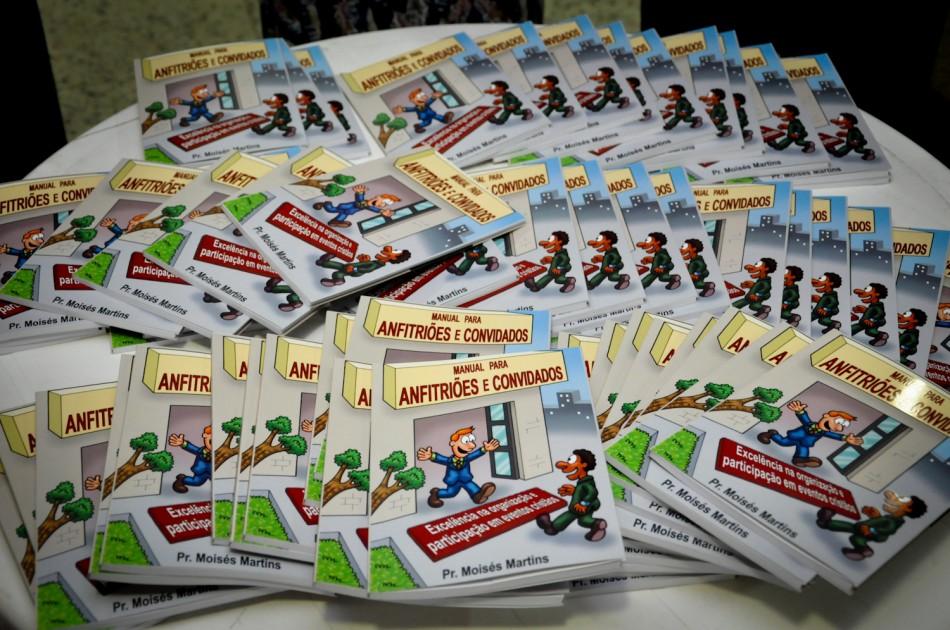 Pr. Moisés Martins lança livro sobre organização e participação em eventos cristãos